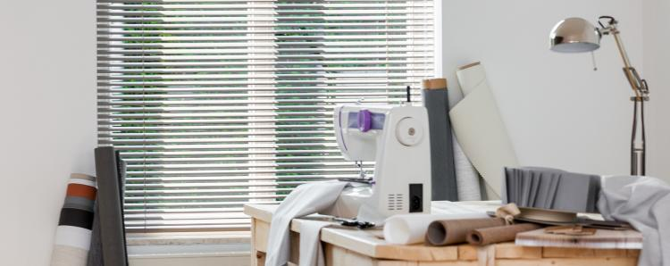 aluminium horizontale jaloezieën kleur lever lamelbreedte 25mm voor de werkkamer
