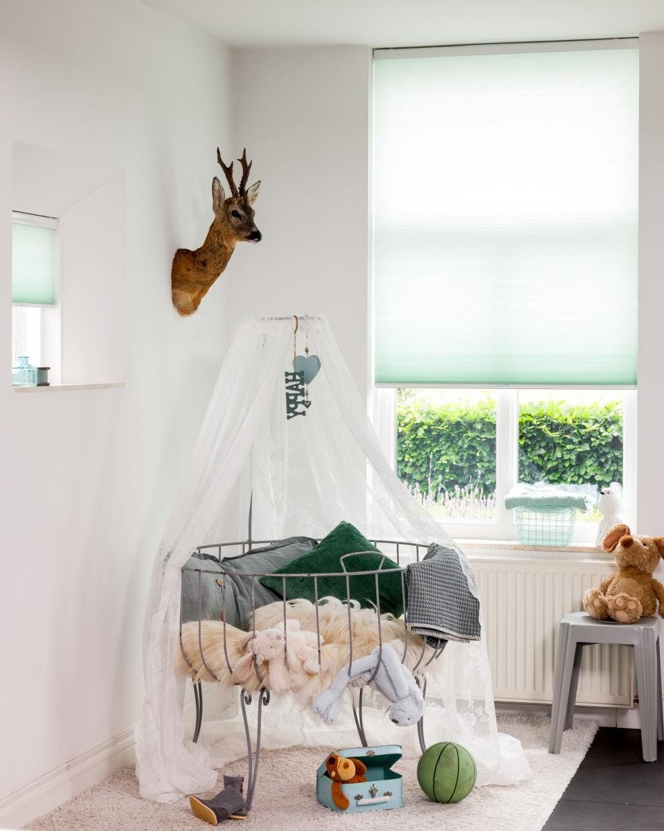 raamdecoratie voor de kinderkamer raamidee