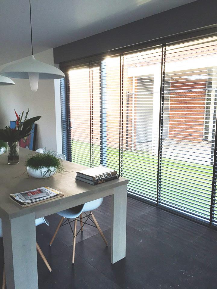 Raamdecoratie voor de woonkamer - Gordijnen voor moderne woonkamer ...