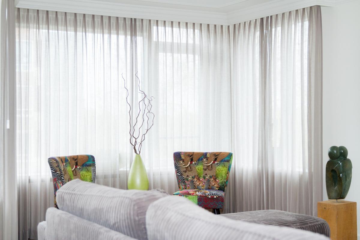 Ideeen gordijnen woonkamer raamdeco alles over raamdecoratie soorten - Gordijnen voor de woonkamer ...